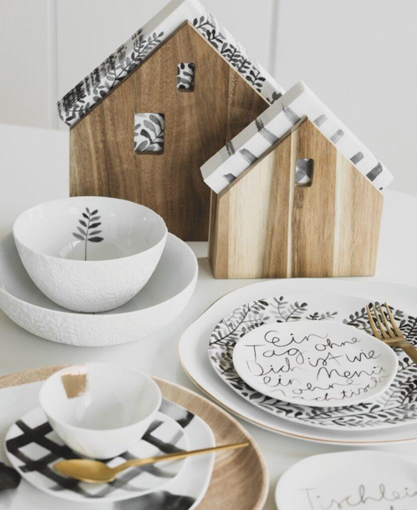 2 Serviettenhäuser aus Holz